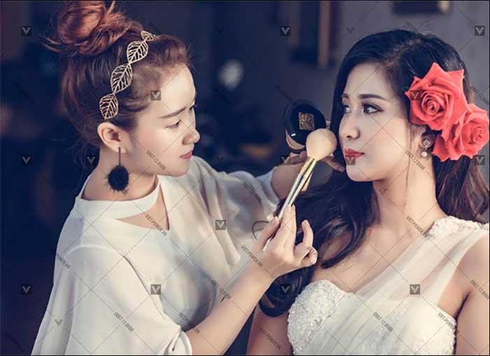 Trang điểm makeup là gì?